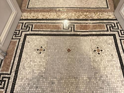 Réparation de mosaïque de marbre à Paris 5e