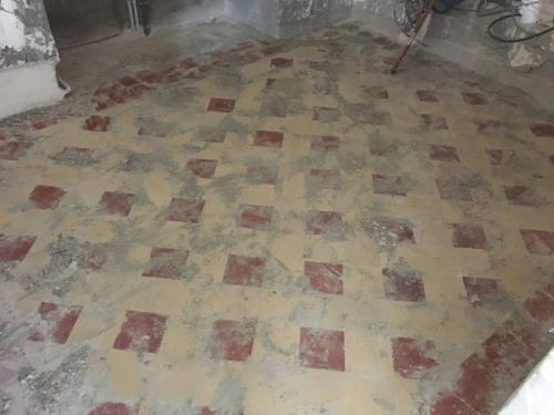 Carreaux ciment avant rénovation. Chantier en Ile-de-France, Val de Marne